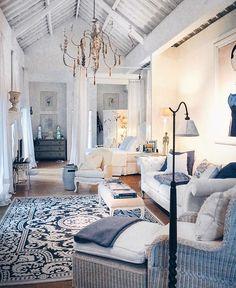 Little bit of France Apartment Interior, Blue White Decor, White Rooms, Home And Living, Blue Decor, Interior, Formal Living Rooms, Living Room Color, Home Decor