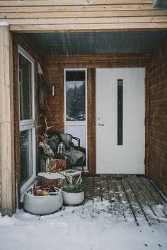 Svenngården: Svennhytta: Magisk julestemning og ny venn! Cabin Christmas, Patio, Outdoor Decor, Home Decor, Decoration Home, Room Decor, Home Interior Design, Home Decoration, Terrace