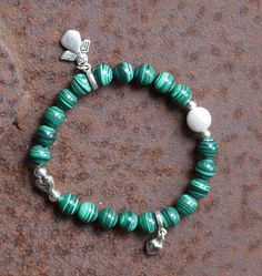 """Armbänder - """"JanuarTanne"""" Malachit Perlenarmband Stretch - ein Designerstück von perlenchris bei DaWanda"""