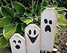Wooden Fall crafts - Boo Halloween Ghostly Trio of Wooden Block Characters Boo Halloween, Entree Halloween, Halloween Wood Crafts, Fete Halloween, Halloween Projects, Holidays Halloween, Fall Crafts, Holiday Crafts, Holiday Fun