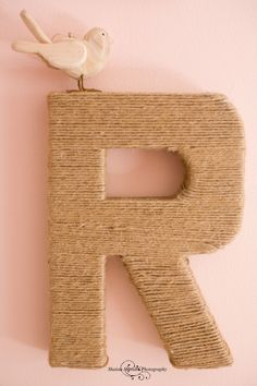 Twine-wrapped cardboard letter - perfect neutral accent to any gallery wall! #gallerywall #roomdecor #DIY