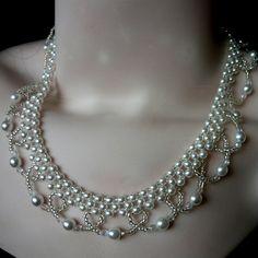 Perličkový náhrdelník s obloučky
