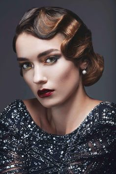 Retro Hairstyles From flapper bobs to beehives, vintage hairstyles look just as remarkable now as they did back then. Here are the most significant retro styles to note. 30s Hairstyles, Wedding Hairstyles, Short Vintage Hairstyles, 1920s Hair Short, Vintage Short Hair, Vintage Style, Retro Vintage, Vintage Ladies, Maquillage Goth