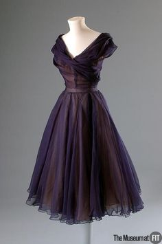 Vintage Dresses Christian Dior dress, via The Museum at FIT. Look Fashion, Retro Fashion, Vintage Fashion, High Fashion, 1950s Fashion Dresses, Club Fashion, Party Fashion, Victorian Fashion, Dress Fashion