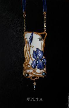 Купить Iris Germanique. Verliebtes Hummelchen - тёмно-фиолетовый, Кулон ручной работы, Ар Нуво