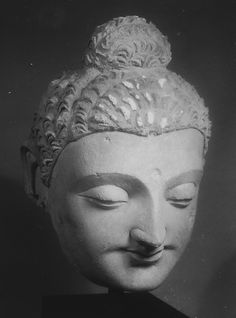 Monumental Head of Buddha    Date:      4th–5th century  Culture:      Pakistan (ancient region of Gandhara) or Afghanistan  Medium:      Stucco
