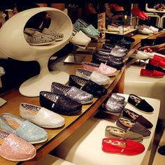 Awesome / Toms Shoes Outlet! $27 OMG!! Holy cow, I'm gonna love this site