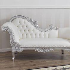 Cosa ne pensi di mobili #moderni e #romantici in #fogliaargento per esaltare il tuo #living? La nostra #ideaarredo è pensata per catturare la luce e impreziosire il tuo ambiente. 👉 https://shop.simoneguarracino.it/ Per info 0818133038 - 3389723869 (anche whatsapp). SPEDIZIONE GRATUITA in tutta Italia. #luxuryhomes #famiglia #romantico #specchio #picoftheday #living #luxury #lussuoso