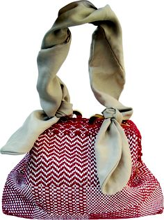Risiko bag in handwoven fabric torre red. removable silk handle