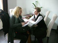 """Nordwestzeitung interviewt die Delmenhorster Schriftstellerin Katy Buchholz """"Schreiben als Schmerz-Therapie"""" https://www.nwzonline.de/delmenhorst/schreiben-als-schmerz-herapie_a_6,0,2637442369.html."""
