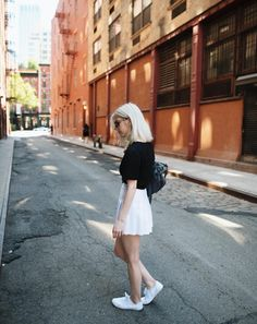 White Tennis Skirt, White Skirts, Capsule Outfits, Capsule Wardrobe, Skirt Outfits, Sustainable Fashion, Leather Skirt, Personal Style, Zipper