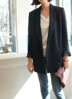 oversized blazer + v neck white shirt + jeans