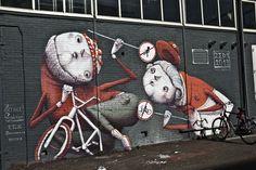 Wereldberoemde street artist laat komische muurschildering achter in Amsterdam