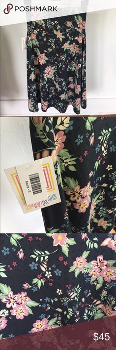 BNWT Lularoe Azure Skirt, Small, Floral This skirt is brand new and perfect!! It features a black base color with mauve, pale pink, blue and cream flowers and soft green leaves. It's so beautiful in real life and is so soft and silky. You will love this skirt! LuLaRoe Skirts A-Line or Full