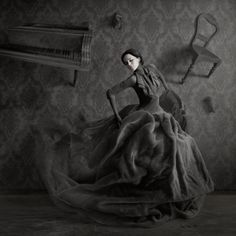 PHOTOGRAPHER: © Elena Vizerskaya    these are the types of shots i want to take! ahhhh...exquisitely eerie. =)
