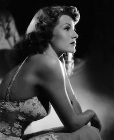 Find images and videos about old hollywood, rita hayworth and classic hollywood on We Heart It - the app to get lost in what you love. Rita Hayworth, Old Hollywood Glamour, Vintage Glamour, Classic Hollywood, Vintage Hollywood, Hollywood Style, Hollywood Icons, Vintage Girls, Classic Beauty