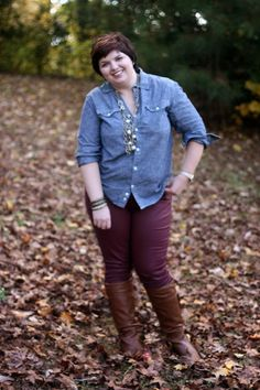 Maroon Jeans, chambray top and boots for fall. Good for an apple shape figure.
