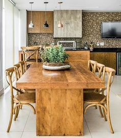 Love this rustic look dining set for a big family Wooden Dining Tables, Dining Table Design, Dining Room Table, Table And Chairs, Dining Set, Small Apartment Interior, Esstisch Design, Dinner Room, Tile Countertops