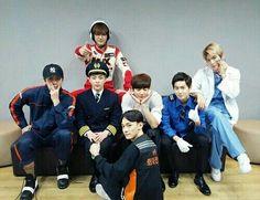 Kpop Fuss: [Pann] Parece que EXO es bastante cercano Chanyeol Baekhyun, Exo Kai, Park Chanyeol, Kokobop Exo, Exo Group, Exo Official, Exo Ot12, Exo Chanbaek, Xiu Min