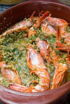 Unos langostinos en salsa verde de avellanas al cava increíblemente sabrosos. Es un plato sano, original y delicioso.   Además estar at...