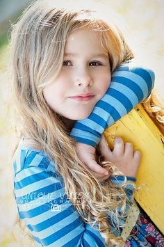 Children poses illustration new ideas Children Photography Poses, Children Poses, Family Photography, Vision Photography, Photography Ideas, Girl Photo Shoots, Girl Photos, Family Photos, Kids Outfits Girls
