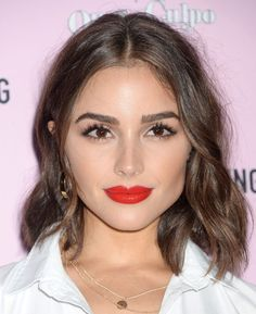 Fine hair getting you down? A cut can make all the difference! Find out which styles our editors voted as the best haircuts for thin hair, now. Lob Haircut Thin, Lob For Thin Hair, Short Hairstyles For Thick Hair, Haircuts For Fine Hair, Short Wavy Hair, Chic Hairstyles, Cool Haircuts, Brunette Hairstyles, Olivia Culpo Hair