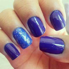 Azul marinho com glitter.