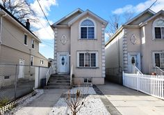 Mariners Harbor - Beautiful young detach home in excellent move-in condition. Conveniently located close to shopping & transportation. Featuring hardwood floors, wide spacious layout, all big rooms, private yard, long driveway, great finished basement with private bath, side entry & more! $429,900