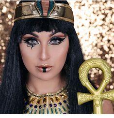 Cleopatra makeup for Halloween .Cleopatra makeup for Halloween .Cleopatra makeup for Halloween . Cleopatra Halloween, Cleopatra Costume, Egyptian Costume, Halloween Looks, Costume Halloween, Halloween Makeup, Mummy Makeup, Costume Makeup, Black Eye Makeup