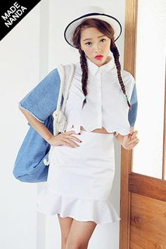 Today's Hot Pick :Wavy Hem Lined Denim Sleeved Crop Shirt http://fashionstylep.com/SFSELFAA0032675/stylenandaen/out Denim sleeves are fused to the conventional button-up shirt for a delightful finish. This shirt features normal spread collar neck, button-up placket, short denim sleeves with frayed edges, wave shaped hem that hit at waist, and an overall boxy fit. Match with high-waist flare skirt and strappy sandals for the best matching look.