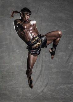 Buakaw Buakaw Banchamek, Muay Thai Kicks, Kung Fu Martial Arts, Dynamic Poses, Gym Design, Male Poses, Pose Reference, Reference Images, Human Anatomy