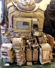 Cool Tactical Gear, Tactical Wear, Tactical Equipment, Plate Carrier Setup, Battle Belt, Army Gears, Edc Bag, Arsenal, Airsoft Gear