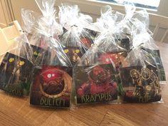 På äventyr med Nora & Gillis: Förberedelser Labyrintkalas Birthdays, Presents, Gift Wrapping, Anton, Halloween, Alice, Gifts, Anniversaries, Gift Wrapping Paper