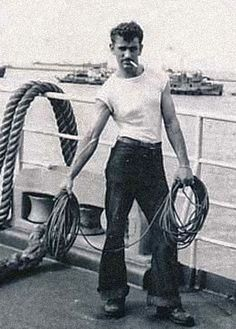 Photographs of handsome men from the past. Vintage Pictures, Old Pictures, Old Photos, Vintage Sailor, Vintage Men, Merchant Navy, Sailor Pants, Navy Sailor, Hommes Sexy