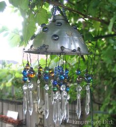 Want to know how to make wind chimes? Whether you're looking for a cool craft project or a DIY home decor DIY wind chimes would be a great project to start. Garden Crafts, Garden Projects, Diy Projects, Diy Crafts, Pallet Projects, Outdoor Crafts, Outdoor Projects, Outdoor Decor, Diy Wind Chimes