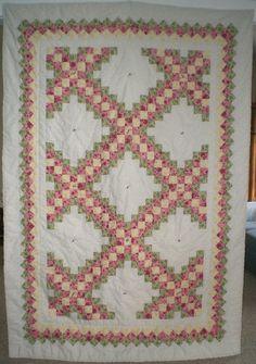 Triple Irish Chain quilt Quilting Ideas, Quilt Patterns, Irish Chain Quilt, Signature Quilts, Crochet Crafts, Amish, Quilt Making, Quilt Blocks, Bohemian Rug