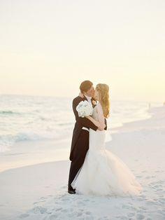 Photography: Lauren Kinsey Fine Art Wedding Photography - laurenkinsey.com  Read More: http://www.stylemepretty.com/2014/09/02/elegant-beach-wedding-in-seaside-florida/