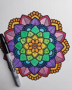 ❤ _ _ _ _ _ _ _ #mandala #mandalas #arcoiris #color #zentangleart #zentangle #mandalaswithshantal #sharpie #arte #art #imagen #fondo…