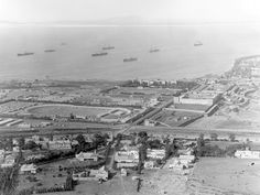1900 British Boer POW camp to left of Green Point Track, Table Bay, Somerset Hospital & the Breakwater Prison. Boer prisoners were shipped to various colonies Old Pictures, Old Photos, Cities In Africa, Most Beautiful Cities, Somerset, Cape Town, South Africa, Paris Skyline, Landscape
