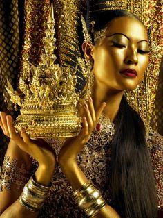 oro---➽ aurum➽χρυσός➽gold➽oro ➽gold➽金➽الذهب➽золото 4k Photography, Portrait Photography, Gold Everything, Or Noir, Culture Shock, Bronze, Shades Of Gold, Gold Rush, Gold Fashion