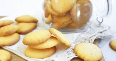 Easy to make, I had my grand-daughter assist me. Custard Biscuits, Custard Cookies, Biscuit Cookies, Cake Cookies, Custard Pies, Cupcakes, Easy Puff Pastry Recipe, Best Biscuit Recipe, Delicious Cookie Recipes