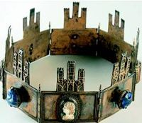 Crown of Castille and Lyon Date unknown Spain/Granada/Royal Chapel I like the idea of the crenellation, but not the execution. I really want my coronet to flair. Royal Crowns, Royal Tiaras, Tiaras And Crowns, Medieval Jewelry, Ancient Jewelry, Kings Crown, Royal Jewelry, Circlet, Dark Ages