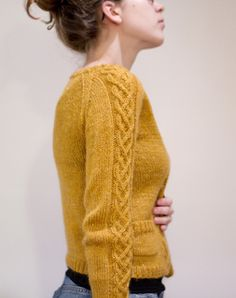 cute sweater pattern by Matilde Skår- Strickanleitung Pullover Cardigan Pattern, Knit Cardigan, Knitting Stitches, Hand Knitting, How To Purl Knit, Cable Knit, Cable Sweater, Pulls, Knitting Projects