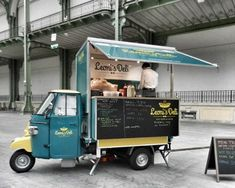 Bigger food trucks are great - but they'll never beat the cute factor of these tiny carts. Coffee Carts, Coffee Truck, Coffee Shop, Food Truck For Sale, Trucks For Sale, Mobile Cafe, Mobile Food Trucks, Hot Dog Cart, Food Vans