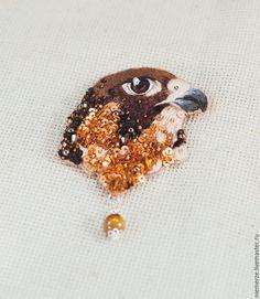 """Купить Вышитая брошь птица """"Birds of prey. Brown"""" - брошь птичка, вышитая брошь"""