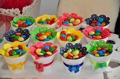 Dale color y sabor a tu próxima fiesta con algunas ideas para elaborar creativos dulceros y centros de mesa. Candy Party, Party Treats, Unicorn Birthday Parties, Baby Birthday, Bar A Bonbon, Candy Crafts, Candy Favors, Candy Bouquet, Birthdays