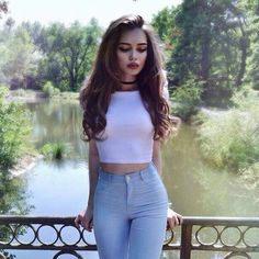 Hair is one of the most beautiful natural jewelry for women. With a beautiful decorative style to maintain it, you can look more gorgeous than… Tmblr Girl, Ideas Para Photoshoot, Foto Top, Girl Photography Poses, Photo Poses, Girl Photos, American Apparel, Beautiful People, Cute Outfits