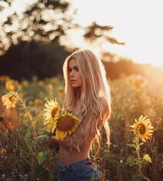Mustang Girl, Christmas Hair, Girl Next Door, Instagram Models, Plein Air, Female Portrait, Girl Photography, Gorgeous Women, Beautiful