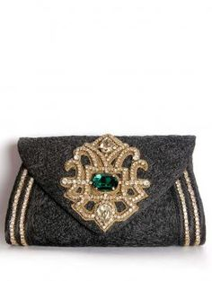 This black clutch is a symbol of style and trend, which is going yo add oodles of oomph to your persona. Visit http://www.designerkapde.com today.