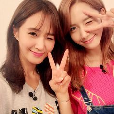 SNSD's YoonA and Yuri posed for a cute SelCa picture - weekly idol
